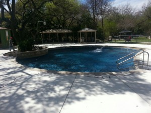 Pool-Cleaning-in-Terrell-Hills-TX-300x225